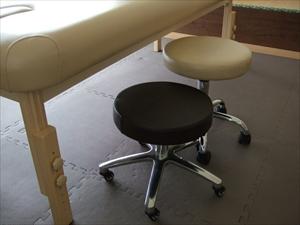 ボディートーク用に椅子を新たに購入